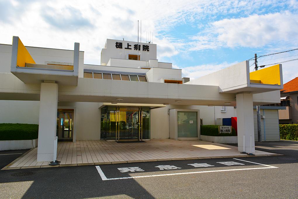 病院 玄関